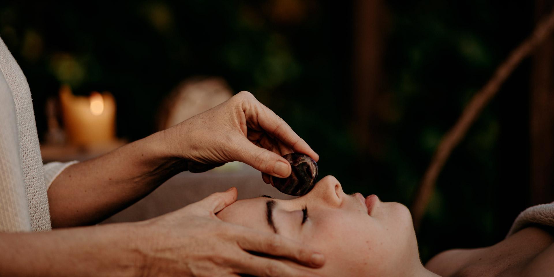 masaje facial japonés, María Ruiz de Apodaca